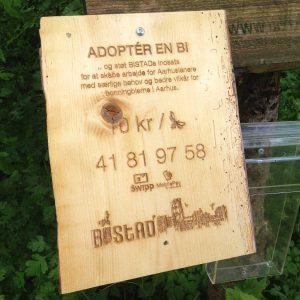 Adopter-en-bi bistad